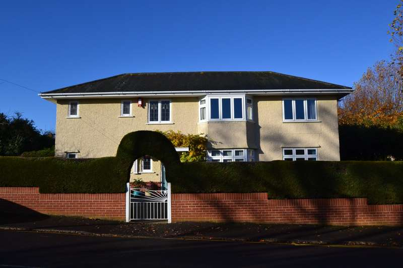4 Bedrooms Detached House for sale in Talbot Park