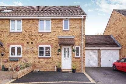 3 Bedrooms Semi Detached House for sale in Elizabeth Way, Mangotsfield, Bristol