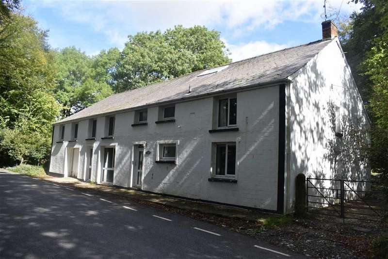 5 Bedrooms Detached House for sale in Llanio Road, Tregaron