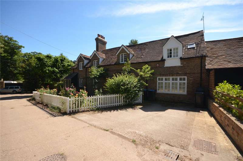 3 Bedrooms Semi Detached House for sale in Langley Lodge Lane, Kings Langley, WD4