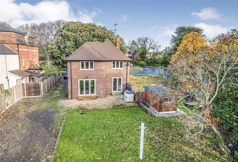 3 Bedrooms Detached House for sale in The Park, Yeovil, Somerset, BA20