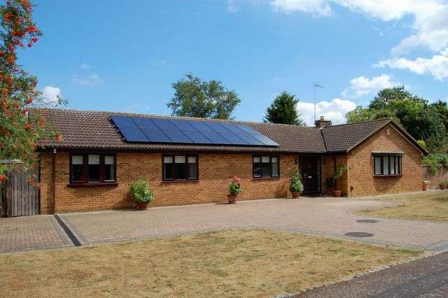 4 Bedrooms Detached Bungalow for sale in Heronsford, West Hunsbury, Northampton NN4 9XG