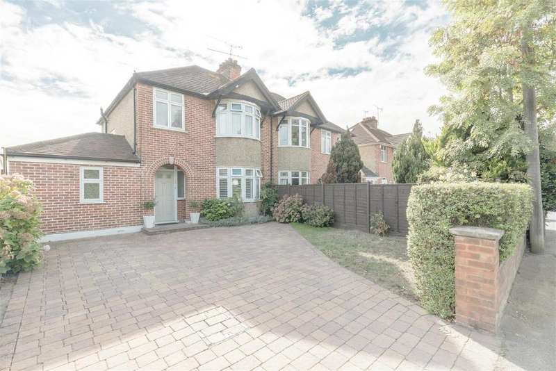 3 Bedrooms Semi Detached House for sale in Maidenhead Road, Windsor