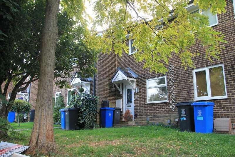 2 Bedrooms Terraced House for sale in Penn Road, Datchet, Slough