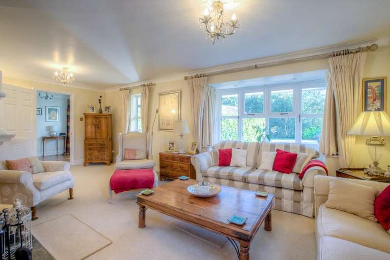 5 Bedrooms Detached House for sale in Redwood Drive, Writtle, CM1 3LY