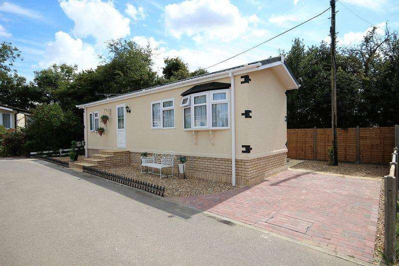 1 Bedroom Park Home Mobile Home for sale in Manor Road, Woodside