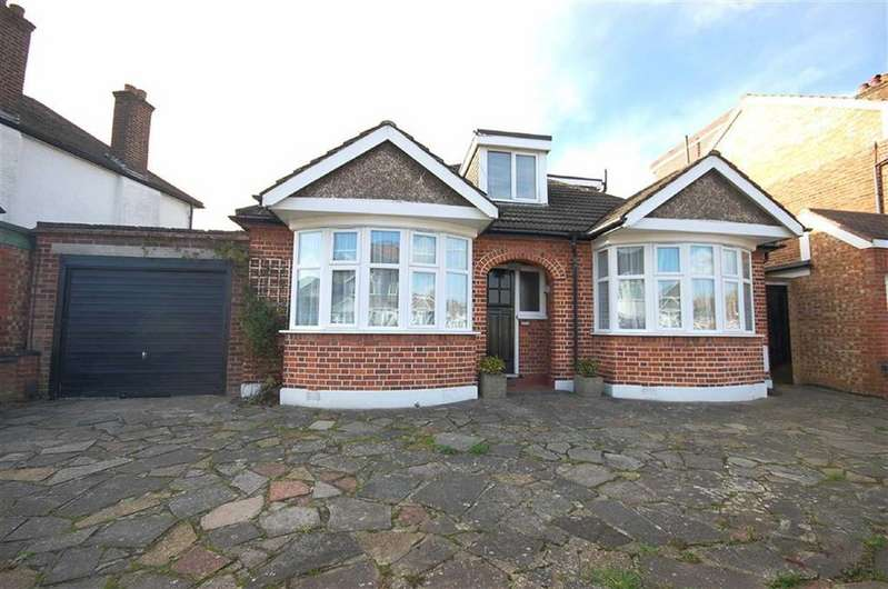 4 Bedrooms Detached House for sale in Eversley Crescent, Ruislip