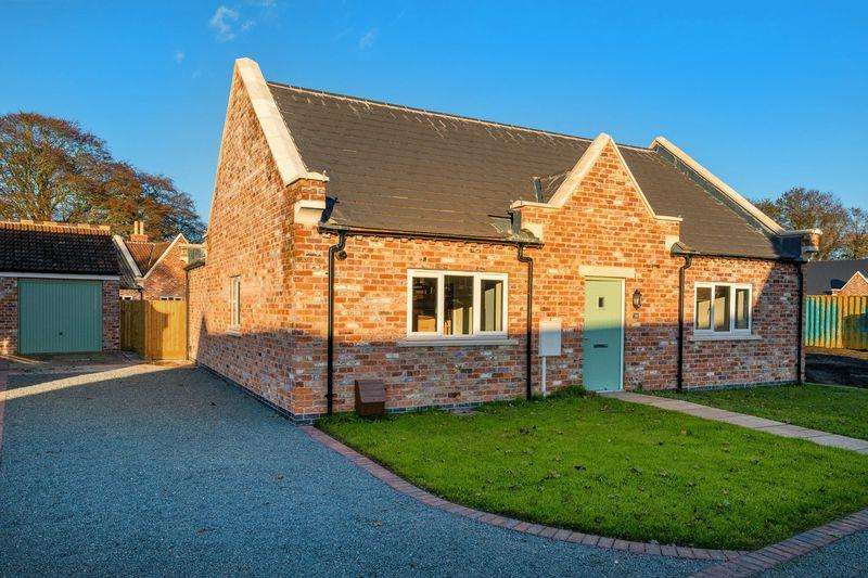 2 Bedrooms Bungalow for sale in The Gables, Hundleby