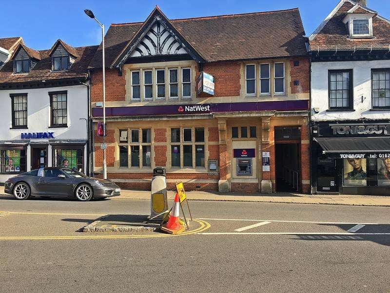 2 Bedrooms Flat for sale in High Street, MARLOW, SL7