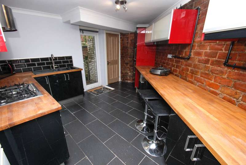 2 Bedrooms Flat for sale in Stanhope Road, South Shields