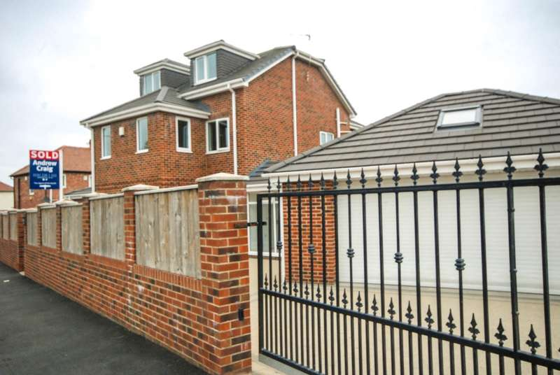4 Bedrooms Detached House for sale in Finchale Terrace, Jarrow