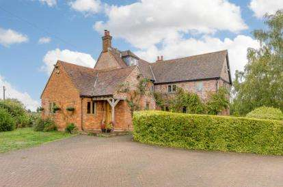 4 Bedrooms Detached House for sale in How End Road, Houghton Conquest, Bedford, Bedfordshire