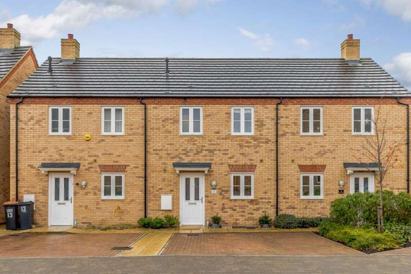 3 Bedrooms Terraced House for sale in Lamb Close, Bedford, Bedfordshire MK41 0FL