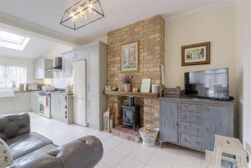 3 Bedrooms House for sale in Birchfield Road, Abington, Northampton
