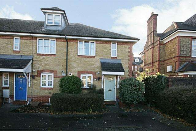 3 Bedrooms End Of Terrace House for sale in Treves Close, Winchmore Hill