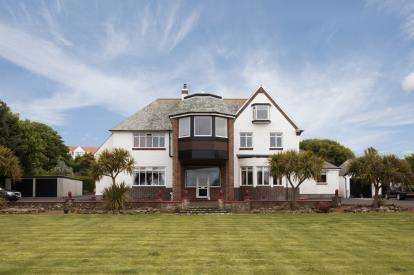 2 Bedrooms Flat for sale in Maidens Road, Turnberry