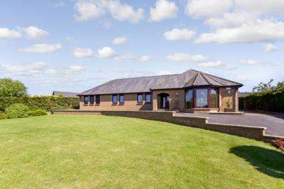 5 Bedrooms Bungalow for sale in Ayr Road, By Douglas Water