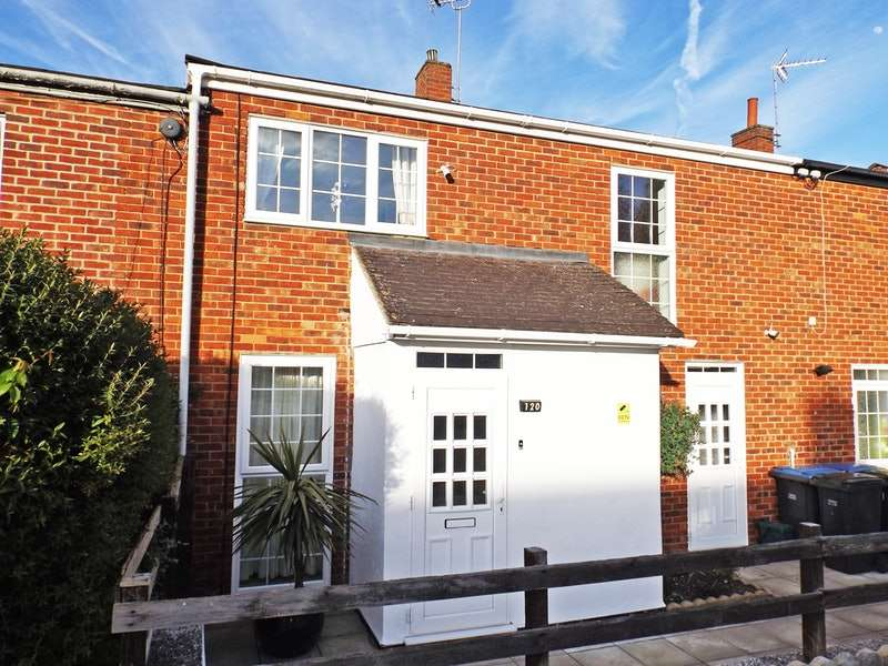 3 Bedrooms Terraced House for sale in Woodcroft, Harlow, Essex, CM18
