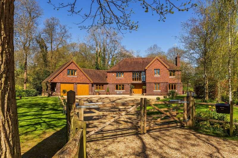 6 Bedrooms Detached House for sale in East Grinstead, RH19 2JL