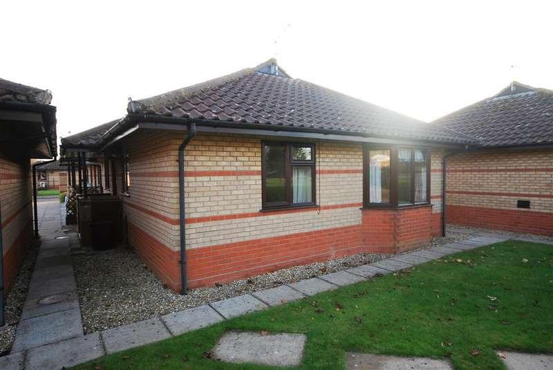 2 Bedrooms Terraced Bungalow for sale in Leiden Fields, Spalding