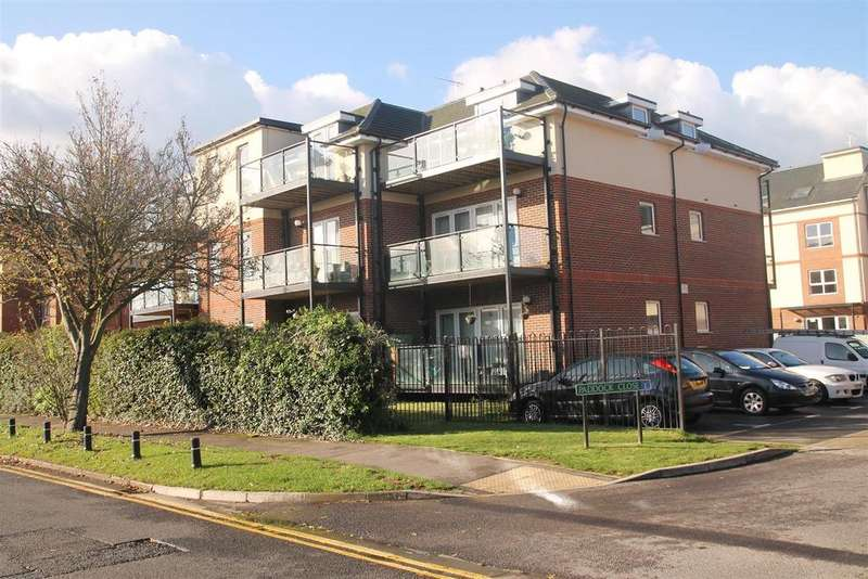 2 Bedrooms Apartment Flat for sale in Paddock Close, Windsor