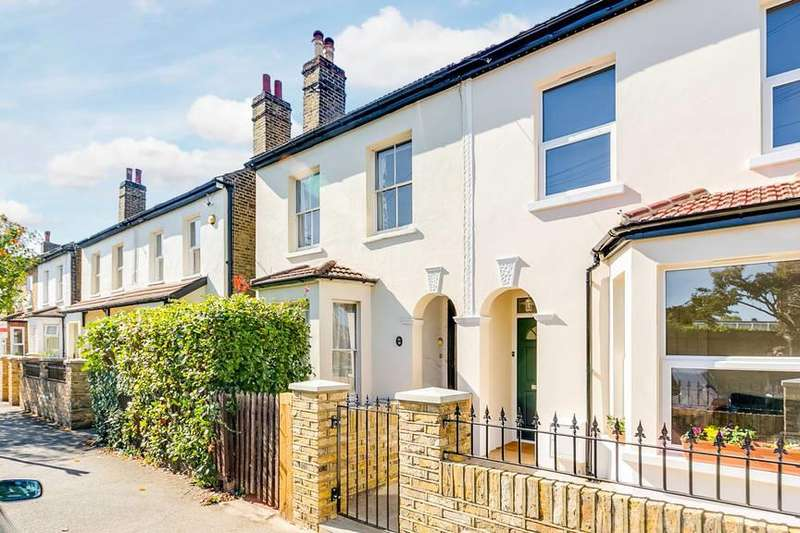3 Bedrooms Semi Detached House for sale in Park Road, Colliers Wood
