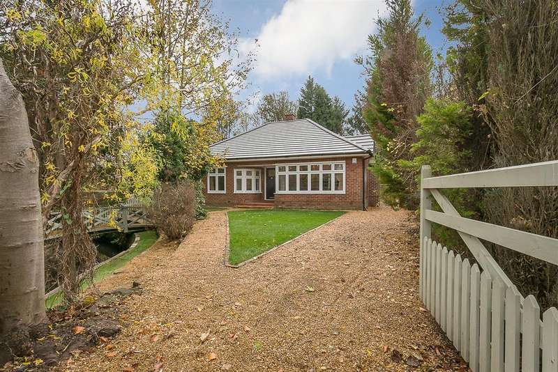 3 Bedrooms Detached Bungalow for sale in Park Drive, Melton Park, Newcastle upon Tyne