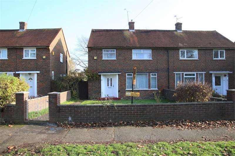 3 Bedrooms Semi Detached House for sale in Blandford Road South, Langley, Berkshire
