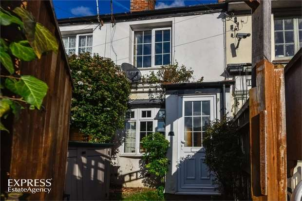 2 Bedrooms Cottage House for sale in Bath Road, Woolhampton, Reading, Berkshire