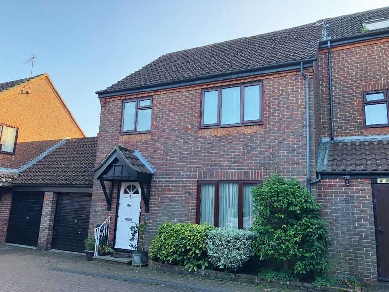 2 Bedrooms Semi Detached House for sale in Ringwood Town Centre