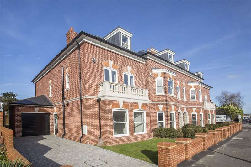 4 Bedrooms End Of Terrace House for sale in Walsingham Terrace, Portsmouth Road, Thames Ditton, Surrey, KT7