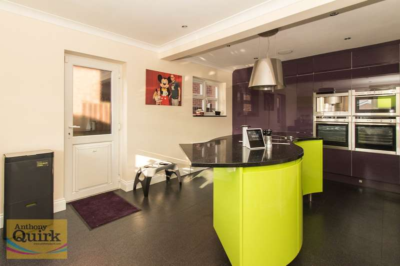 4 Bedrooms Detached House for sale in Beach Road, CANVEY ISLAND, SS8