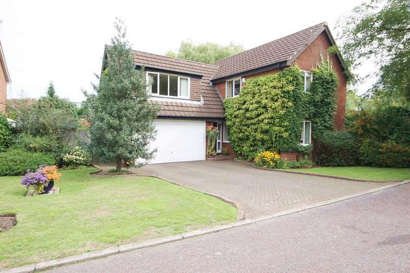 4 Bedrooms Detached House for sale in St Andrews Close, Fearnhead, Warrington, WA2