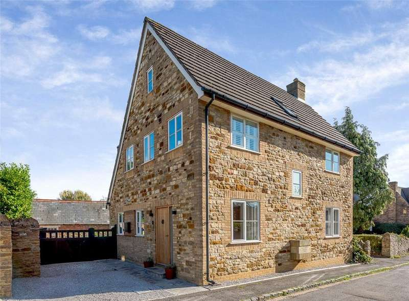 4 Bedrooms Detached House for sale in High Street, Collingtree, Northampton, Northamptonshire, NN4