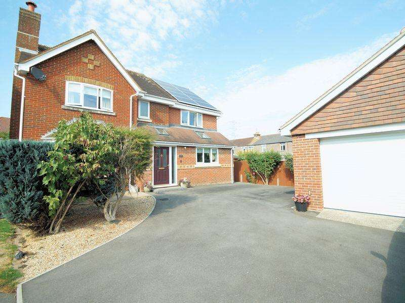 5 Bedrooms Detached House for sale in Partridge Close, Down End, Fareham