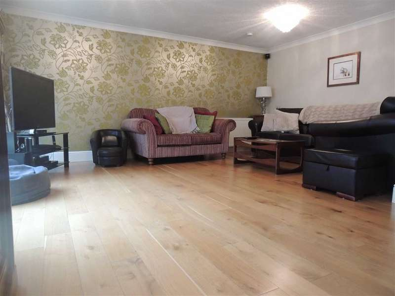 3 Bedrooms Detached House for sale in Brookside Avenue, Offerton, Stockport