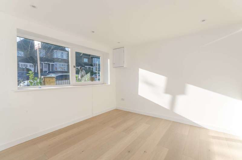 5 Bedrooms Detached House for sale in Combemartin Road, Southfields, SW18