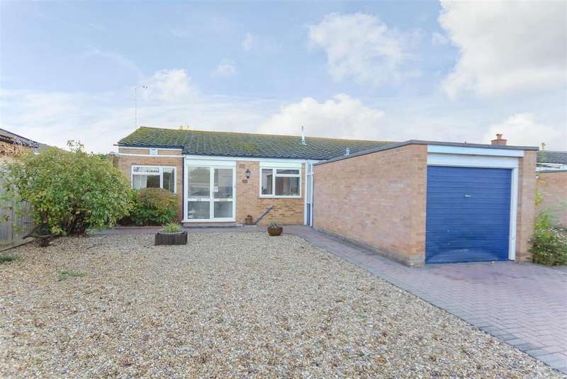 3 Bedrooms Bungalow for sale in Martin Close, Windsor