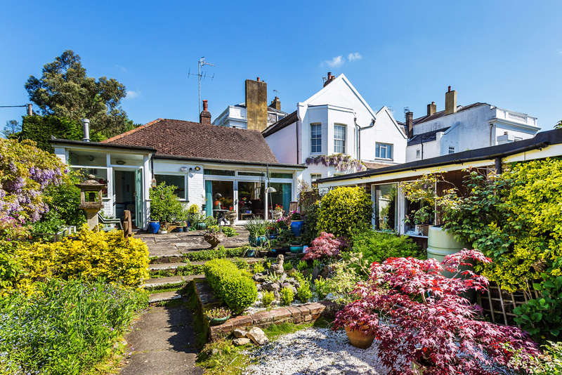 3 Bedrooms Detached Bungalow for sale in Reigate Road, Buckland, RH3
