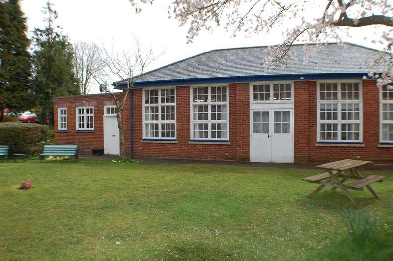 3 Bedrooms Semi Detached Bungalow for sale in The Lodge, Western Road, Crediton EX17