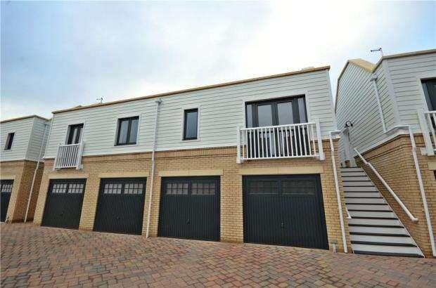 2 Bedrooms Garages Garage / Parking