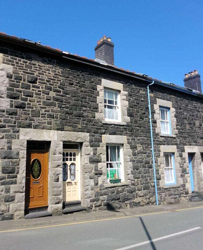4 Bedrooms Terraced House for sale in LLWYNGWRIL LL37