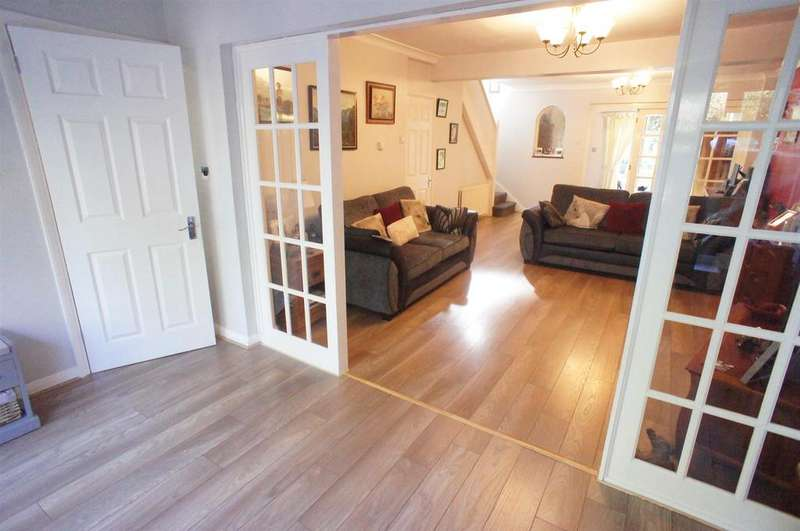 4 Bedrooms House for sale in Falmouth Avenue, London