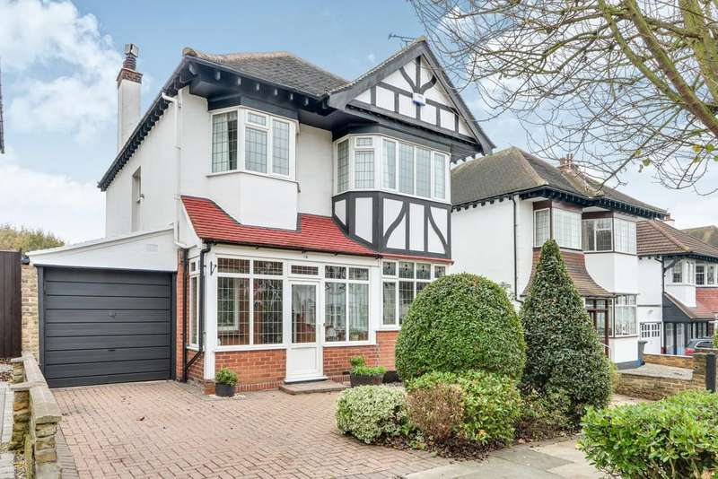 4 Bedrooms Detached House for sale in Hall Park Avenue, Westcliff-on-Sea
