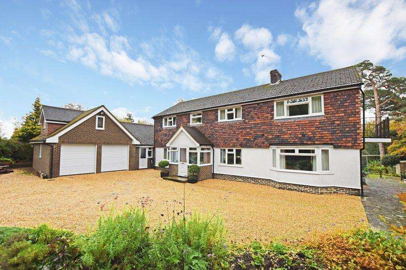 5 Bedrooms Detached House for sale in Treblers Road, Crowborough, TN6