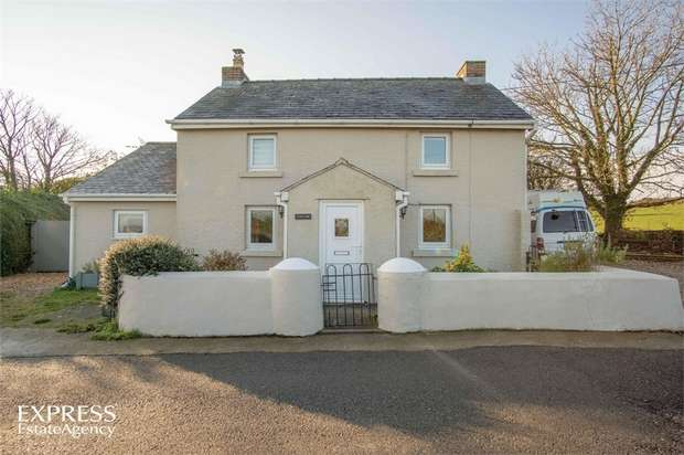 3 Bedrooms Detached House for sale in Rhosgoch, Rhosgoch, Anglesey