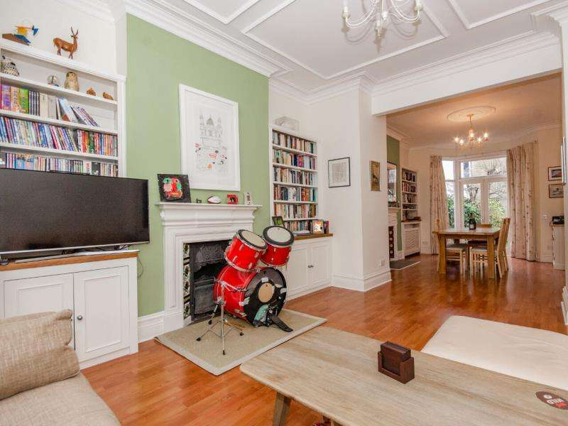 4 Bedrooms Terraced House for sale in Annington Road, N2