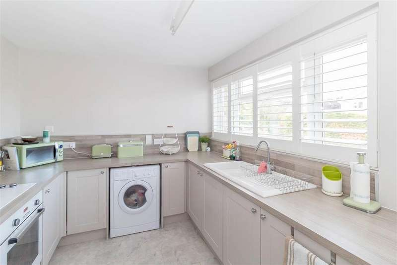 2 Bedrooms Town House for sale in Pine Grove, Twyford, Reading