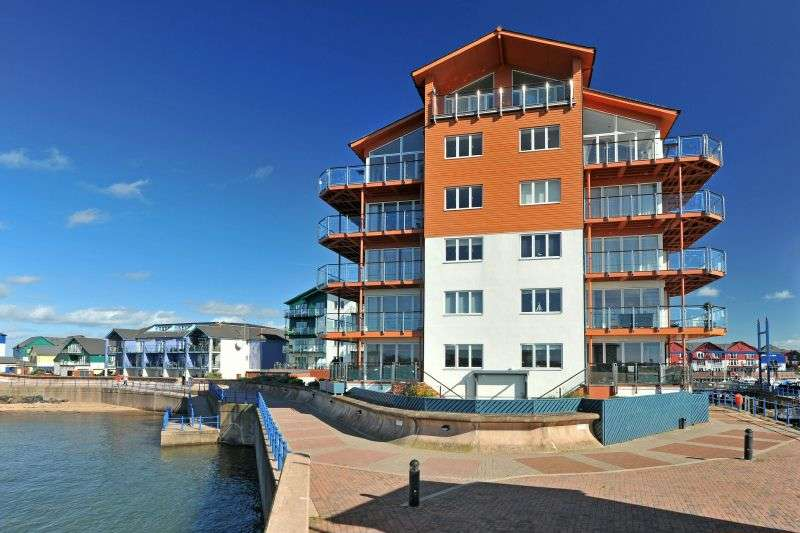 3 Bedrooms Flat for sale in REGATTA COURT, EXMOUTH MARINA