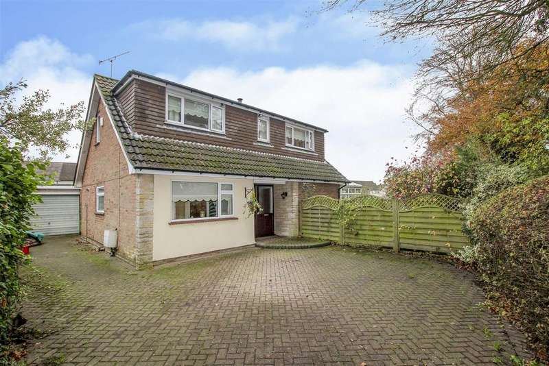 3 Bedrooms Detached Bungalow for sale in Hatch Road, Pilgrims Hatch, Brentwood